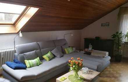 Sonnige, gepflegte 3,5-Zimmer DG-Wohnung in ruhiger aber zentraler von Sindelfingen-Darmsheim