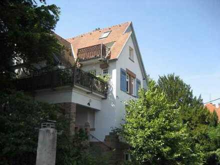 Großzügige 3-Zimmer-Wohnung mit Terassenbalkon in Jugendstilvilla