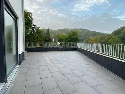 Herdecke-Nacken: Modernes Wohnen in Doppelhaushälfte mit großer Terrasse