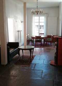 WG geeignete 4-Zimmer-Wohnung mit EBK in Tübingen im Kulturdenkmal