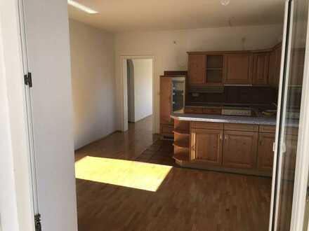 Gepflegte 2-Zimmer-Wohnung mit Wintergarten und Einbauküche in Illertissen