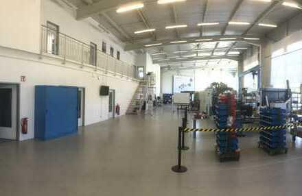 Halle mit Büros für Einzelhandel/Fitnesscenter/Produktion/Lager