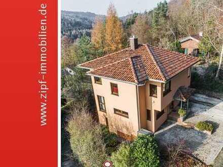 **Neuwertiges Traumhaus für die ganze Familie in Panoramalage**