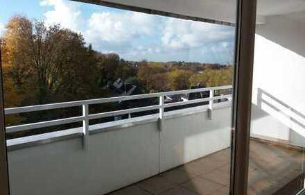Erstbezug nach Sanierung: ansprechende 4,5-Zimmer-Dachgeschosswohnung mit Balkon in Velbert