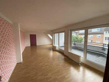 Tolle 5 Zi.-Dachgeschoss Wohnung in ruhiger Lage mit 2 x Garagen