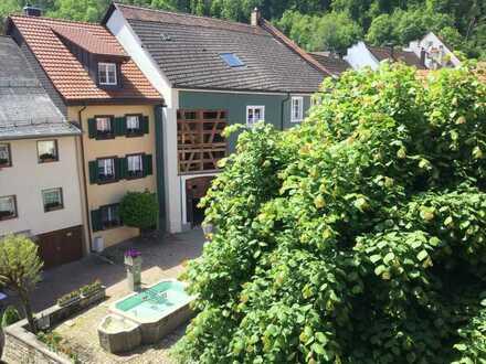 Vollständig renovierte 3-Zimmer-DG-Wohnung mit Balkon und Einbauküche in Stühlingen
