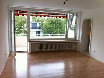 Geräumige 1-Zimmer-DG-Wohnung mit Balkon und Einbauküche in Planegg