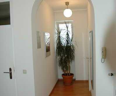Neuwertige 5-Zimmer-Wohnung mit Balkon und Einbauküche in Saarbrücken