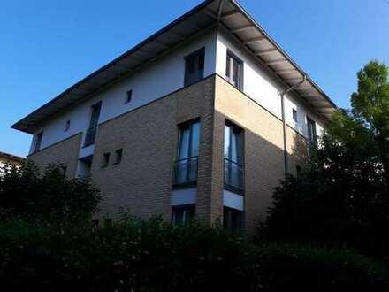 wunderschöne, gepflegte 2-Zimmer- DG-Wohnung mit EBK und Fußbodenheizung