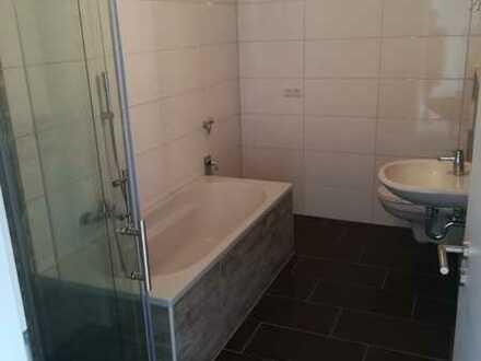 Provisionsfrei! Neuer Glanz in zentraler Lage - 3 Zimmer Wohnung inkl. Südbalkon