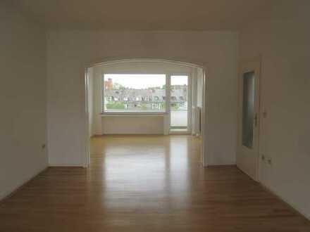 Braunsfeld helle 3 Zimmerwohnung mit Balkon, Stadtwaldnähe, provisionsfreie Vermietung