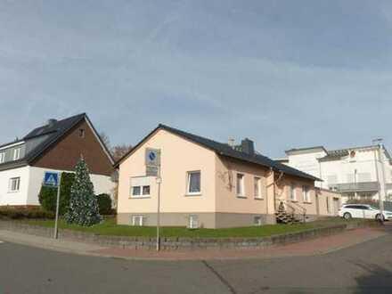 Idstein, Einfamilienhaus, aufwendig modernisiert mit Ausbaumöglichkeit in bester, ruhiger, zentra...
