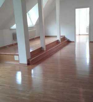 Gepflegte 3-Zimmer-DG-Wohnung mit EBK in Hohen Neuendorf