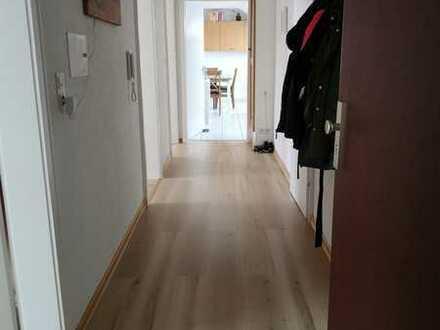 helle Dachgeschosswohnung in ruhiger Gegend, 550.0 € - 90.0 m² - 3.0 Zi.