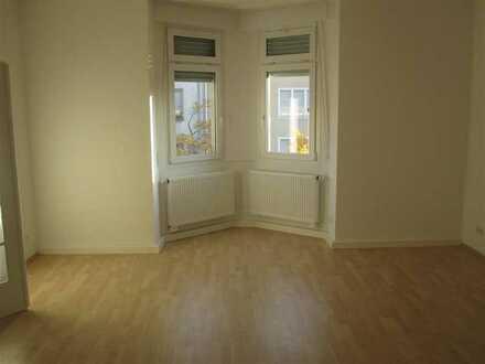 Altbauwohnung in der SW-Stadt Nähe ZKM, 4 Zimmer, hohe Decken, kein Balkon, nicht für WG geeignet!