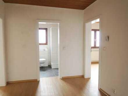 Schöne, neu renovierte 3 Zimmerwohnung mit gr. Terrasse und Garten