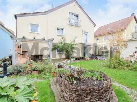Geräumig und familienfreundlich: ZFH mit Gestaltungspotenzial und großem Garten mit Terrasse