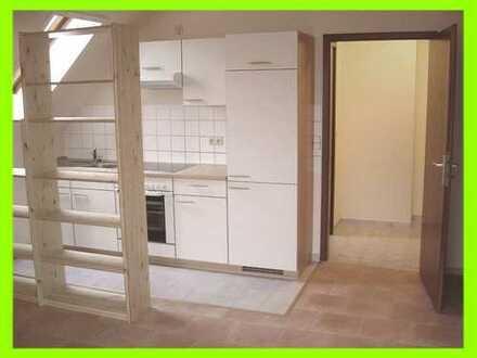Moderne 1-Raum-Single-Wohnung mit Einbauküche und Balkon