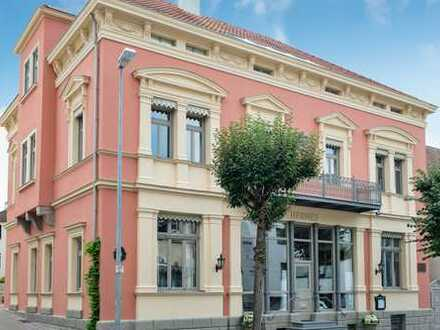 repräsentative 5-Zi.-Künstler-Whg. im HERMES in Laupheim-Stadtmitte, hohe Stuckdecken, 30m2-Terrasse