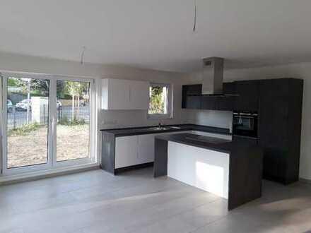 Luxuriöses Wohnen im Wohnpark Bieber, 3,5-Zimmer-EG-Wohnung mit Einbauküche & großem Eckgrundstück