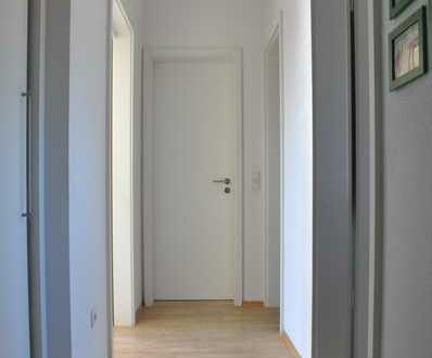 Sonnige geschmackvolle DG-Wohnung mit 3 Zimmern, Terrasse und Einbauküche in München-Laim