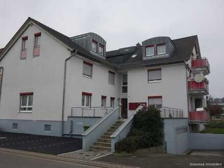Neuwertige Eigentumswohnung mit Aufzug ,Tiefgaragenstellplatz und großem Balkon - direkt in Büdingen