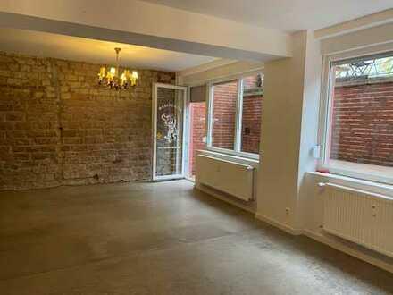 Komplett renovierte Studio/Büro/Atelier mit großer Terrasse im Jungbusch!