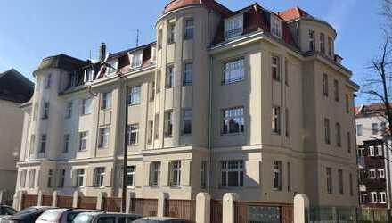 Freundliche 4-Zimmer-Hochparterre-Wohnung mit Balkon und Einbauküche in Leipzig