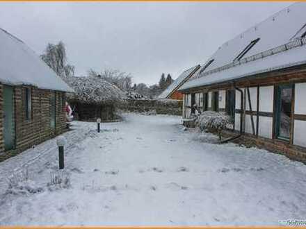 Lehmfachwerkhaus zwischen Dorfkirche + Badesee in idyllischer Hügellandschaft - ökologisch saniert!