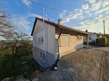Freihstehendes Einfamilienhaus in Alleinlage mit sehr schöner Aussicht.