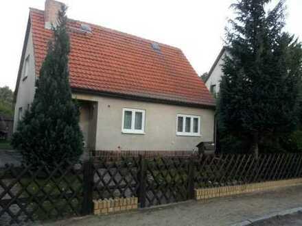 Teilsaniertes Haus mit Grundstück in Blankenfelde
