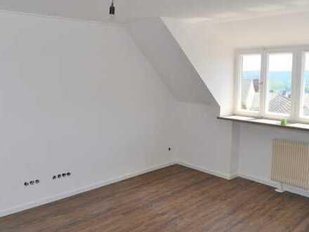 Schöne und helle 2-Zi.-DG-Wohnung mit Küchenzeile, 54 m² in Tännesberg ab 1.06 zu vermieten