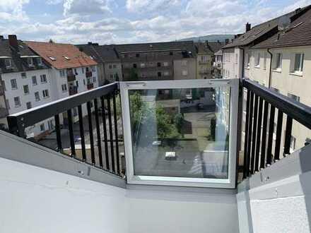 2 1/2 Zimmerwohnung in der Röntgenstraße mit vollwertiger Einbauküche und ausklappbarer kl. Balkon
