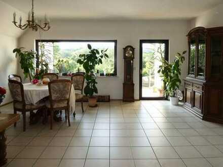 AUMÜLLER - Immobilien - Zwei Doppelhaushälften und eine kleine Gewerbeeinheit als Anlageimmobilie