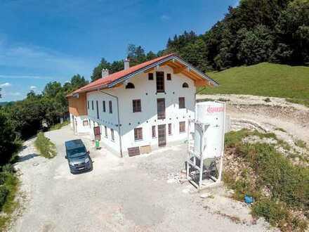 Rarität in Traumlage! Neubau Bauernhaus in Alleinlage im Achental!