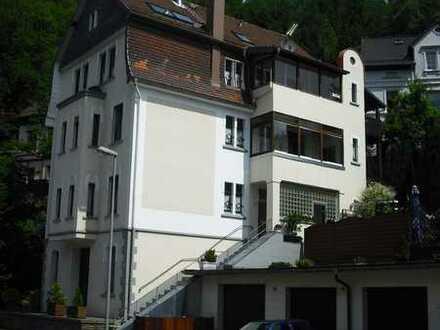 Helle und exclusive Etagenwohnung in schöner alter Villa sofort frei