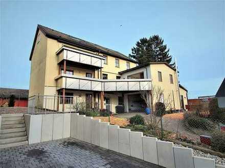 Haus in Haus - großzügige OG-Wohnung mit 2-Zi-Einliegerwohnung, Hobbyraum und Garage + Stellplatz