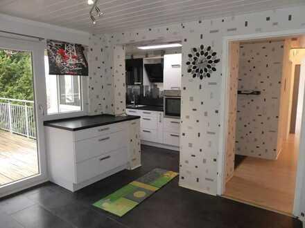 4 Zimmer Dachgeschosswohnung  mit traumhafter Aussicht über Gemmrigheim und Aussenstellplatz!