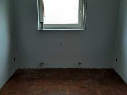 Vollständig renovierte 4-Zimmer-Wohnung mit Balkon in Rennbergstraße, Karlsruhe