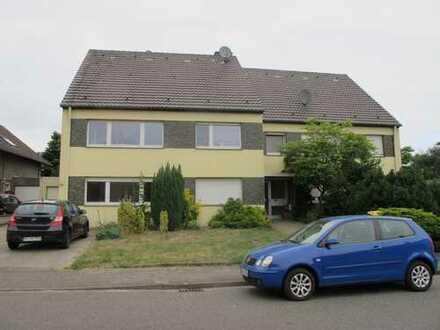 Preiswerte, gepflegte 4-Zimmer-Wohnung mit Balkon und EBK in Erkelenz