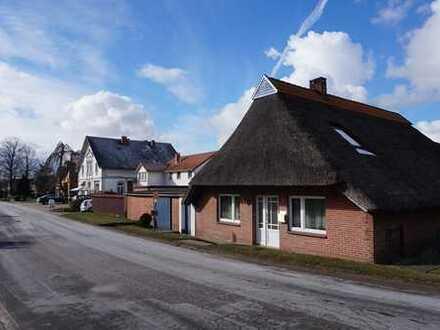 *Reserviert* Rarität! Saniertes Reetdachhaus in Strandnähe von Oberhammelwarden