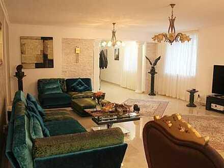 Großzügige und top renovierte Wohnung in zentraler Lage