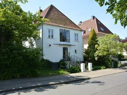 Helle, großzügige Dachwohnung in einem Kaffeemühlenhaus, beste Lage in Kirchrode