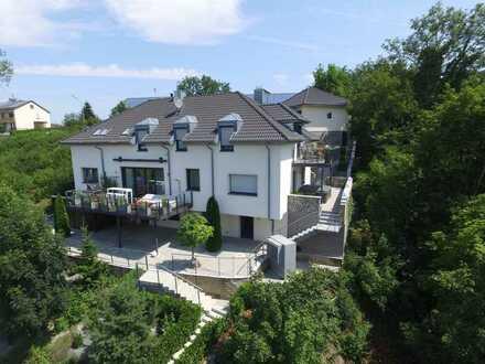 ... Luxus-Penthouse-Wohnung am Hang mit Bergblick + High-End-Ausstattung und EBK, Klimaanlage ...