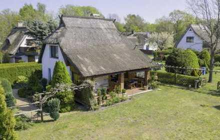 Liebevolles Reetdachhaus mit Blick und Zugang zum Bodden