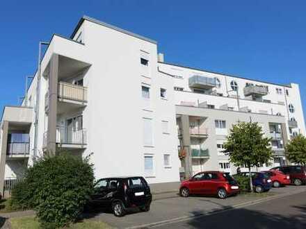 Erstbezug nach Renovierung! Großzügiges 1-Zimmer-Apartment mit Balkon und TG-Stellplatz