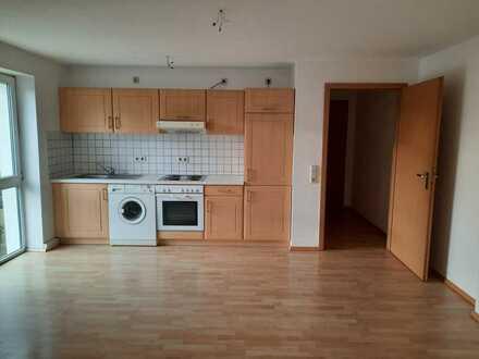 *kleine 1,5-Raum WE zu vermieten* mit Einbauküche & Badewanne