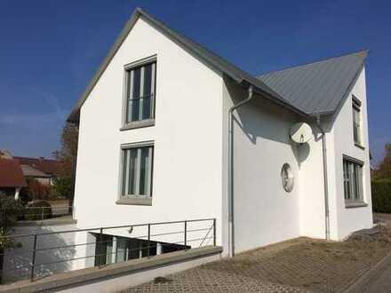 Sonnige Dachgeschosswohnung , Südpfalz, Heuchelheim-Klingen