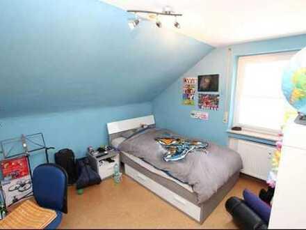 Gepflegte 3-Raum-DG-Wohnung mit Einbauküche in Alb-Donau-Kreis