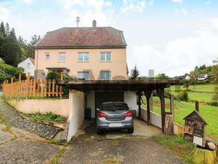 Ideal für Großfamilien: Großzügiges 7-Zi.-ZFH mit Balkon, Garten und Carport in idyllischer Grünlage